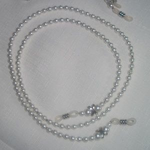 Pearl Bead Silver Kiss Accent Eyeglass Necklace